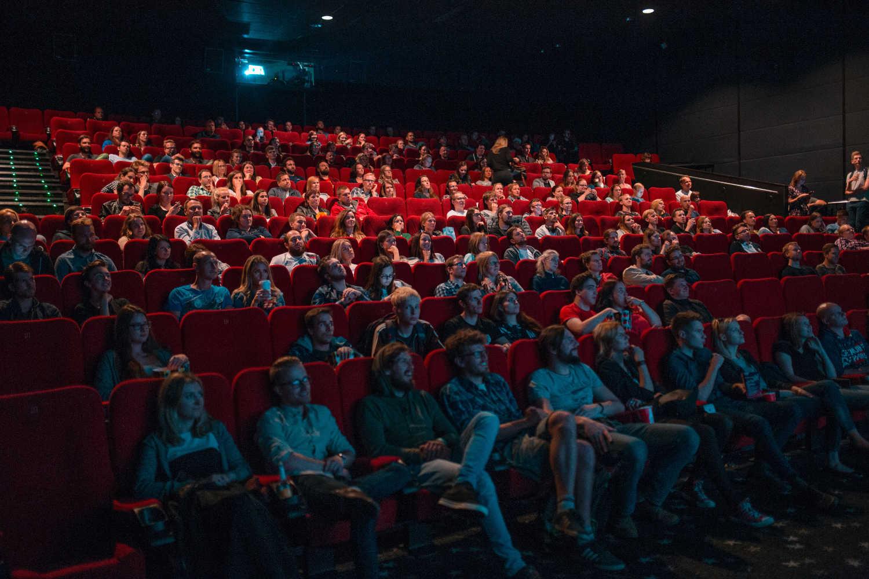 Les spectateurs de l'IntereFX dans une salle de cinéma