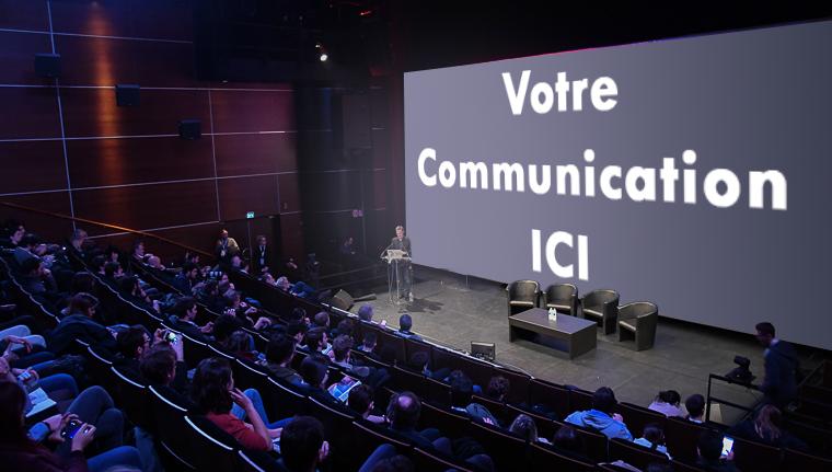 grande salle de cinéma avec grand écran projetant votre communication devant un public